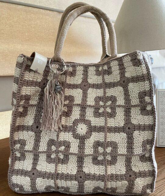 🛍🧶nog eentje klaar🧶🛍 https://atelier9a.be/product-categorie/1-wol-garen/scheepjes/scheepjes-mighty/ #wolshop #wolwinkel #atelier9a #haken #crochet #breien #knitting #yarn #wol #wool #hakenisleuk #breinisleuk #creatief #hobby #creativity #ontspanning #zen #handmade #handbag #crochetdesign #chrochetaddict #chrochetlovers #chrochetersofinstagram #knittingdesign #knittingaddict  #astene #deinze @Scheepjes @Phildar