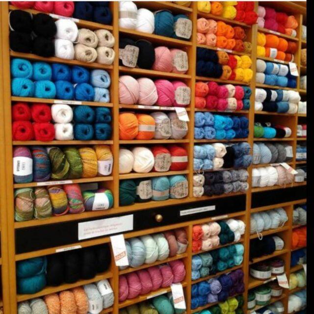 Réunion agréable avec un collègue à Nice #atelier9a #auxbelleslaines #wolshop #magasinlaine #wolwinkel #vacances #crochet #tricoter #haken #breien