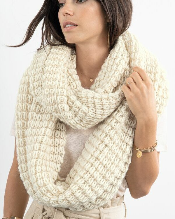 Breipakket sjaal Ludivine ecru